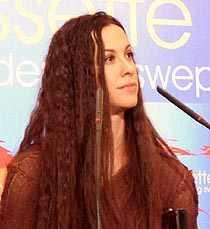 Alanis Morissette: Escondiendo cosas debajo de la alfombra