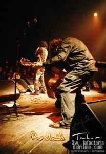 Rachid Taha: La música es mi arma de destrucción masiva.concierto en Madrid. presentación del disco tékitoi Sala Arena Madrid. 27/01/05