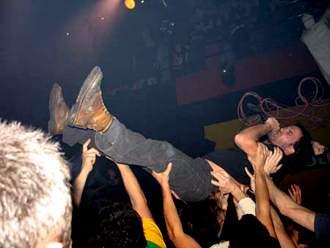 Lendakaris Muertos: ¡Viva el punk! ¡Viva el ingenio!