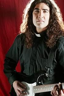Padre Jony: Rock para provocar la paz