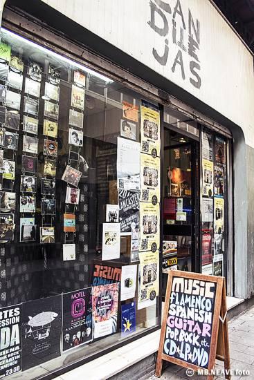 Candilejas: La más veterana tienda de discos de Malaga resiste la presión para que cierre.