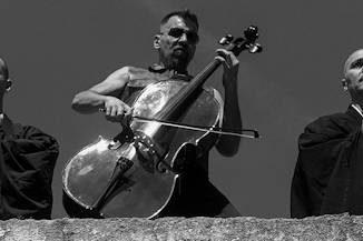 Bulgar Display of Power : Dos músicos búlgaros marcan la personalidad de esta nueva banda, de una energía imparable.
